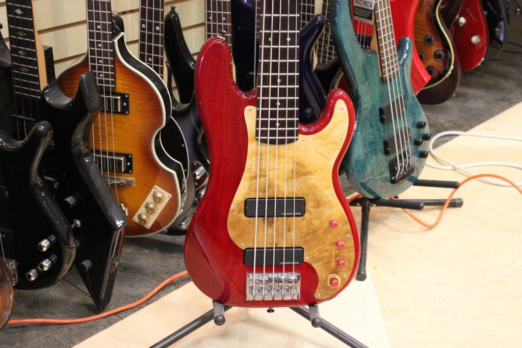 fender yarah custom 5 string precision bass guitar ca 2000 01 used ted 39 s pawn shop. Black Bedroom Furniture Sets. Home Design Ideas